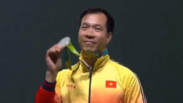 Hoàng Xuân Vinh giành HCB bắn súng ngắn 50m
