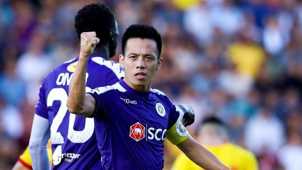 Văn Quyết trở thành cầu thủ đầu tiên giành giải VĐV tiêu biểu toàn quốc