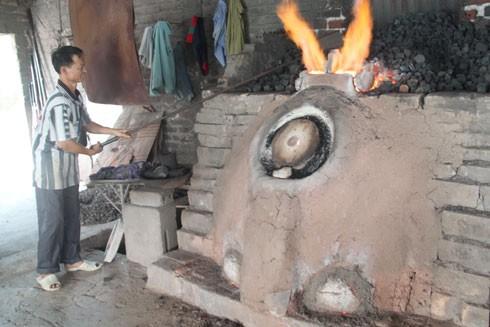 Lò nấu thủy tinh phải đạt đến 2.000 độ C