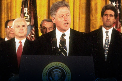 Đêm 11-7-1995 (giờ Mỹ), Tổng thống Mỹ Bill Clinton tuyên bố bình thường hóa quan hệ ngoại giao với Việt Nam.
