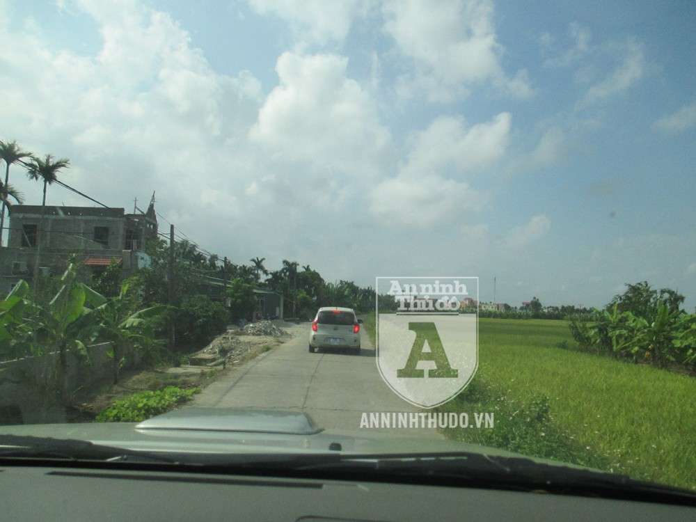 Chiếc xe chở tổ CSHS Hà Nội về quê Viên ở Hải Dương để xác minh, truy vết
