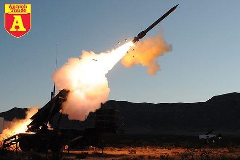 [Infographic] S-300 Nga đuối thế khi đối thủ Patriot Mỹ có khả năng bắn hạ tên lửa đạn đạo ảnh 1