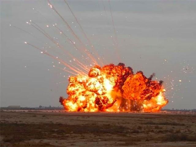 """[ĐỒ HỌA] Câu trả lời của Mỹ trước """"cha của các loại bom"""" từ Nga ảnh 1"""