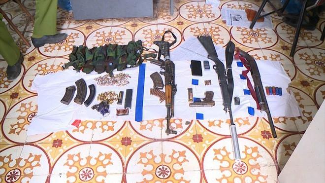[ĐỒ HỌA] Dù có 7 tay súng hộ vệ, trùm ma túy vẫn phải thúc thủ trước xe bọc thép của Cảnh sát ảnh 3