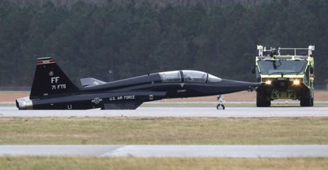 """[Info] 6 chiếc """"gãy cánh"""" chỉ trong một năm, """"trường bay trên không"""" của F-22 Mỹ báo động đỏ ảnh 2"""