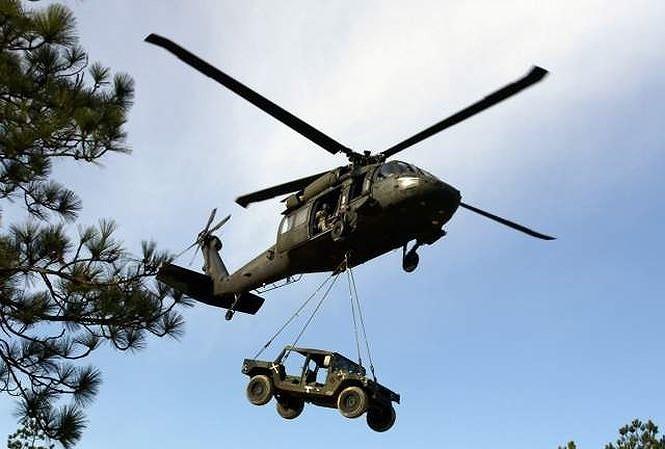 """[ẢNH] """"Diều hâu đen"""" UH-60A Mỹ nghỉ hưu, tạm biệt một huyền thoại ảnh 2"""