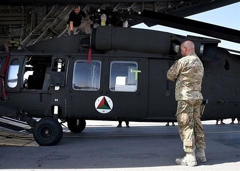 """[ẢNH] """"Diều hâu đen"""" UH-60A Mỹ nghỉ hưu, tạm biệt một huyền thoại ảnh 17"""