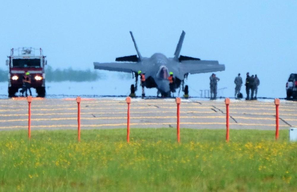 """[Info] """"Chiến thần"""" F-35 lại gặp nạn chúi đầu xuống đất tại Nhật Bản ảnh 1"""