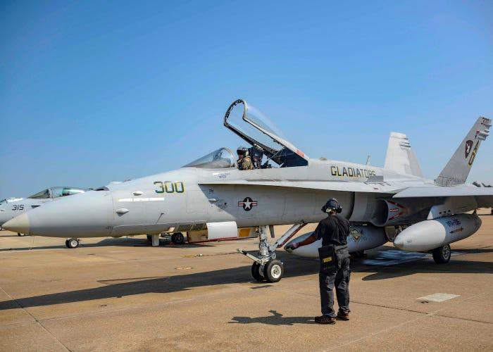 """[Info] """"Ong bắp cày"""" F-18 cuối cùng của Mỹ giã từ bầu trời, kết thúc khúc anh hùng ca ảnh 2"""
