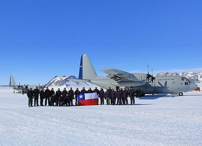 """[Info] """"Lực sĩ"""" C-130 do Mỹ sản xuất bị rơi khi bay tới Nam Cực ảnh 1"""