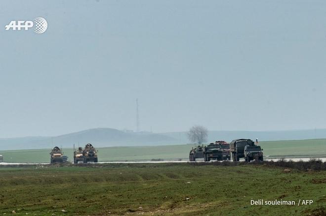 """[Info] """"Hậu duệ"""" Humvee Mỹ ngang nhiên chặn """"hổ thép"""" BTR-82 Nga tại Syria ảnh 2"""