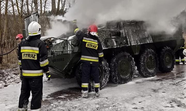 [Info] Chưa kịp thị uy, xe bọc thép Mỹ bốc cháy ngụt ngụt gần biên giới Nga ảnh 1