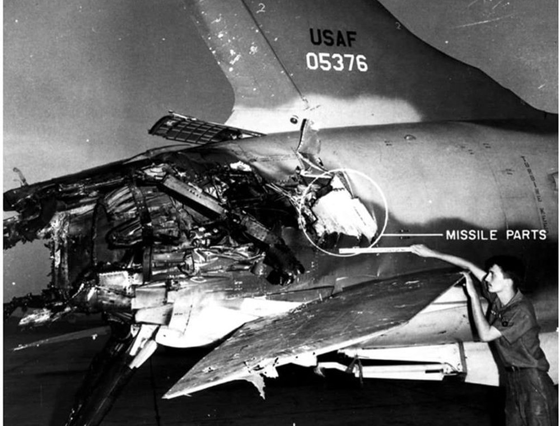 """[Info] """"Thần sấm"""" F-105 Mỹ may mắn sống sót sau khi bị MiG-21 Việt Nam bắn nát đuôi ảnh 1"""
