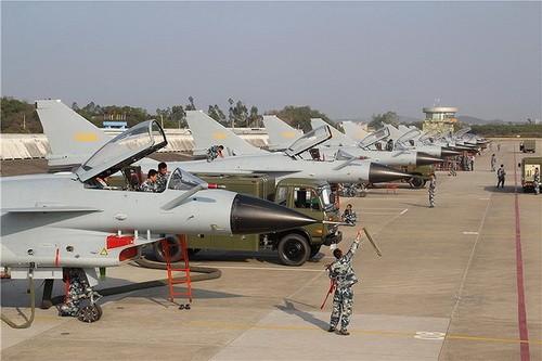 [Info] Bất ngờ Trung Quốc cho 40 tiêm kích J-10 áp sát biên giới Ấn Độ từ ngả Pakistan ảnh 2