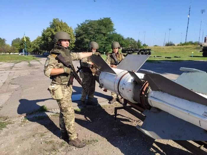 [Info] Ukraine dùng tên lửa phòng không từng bắn hạ máy bay tàng hình Mỹ để đối phó Nga ảnh 2