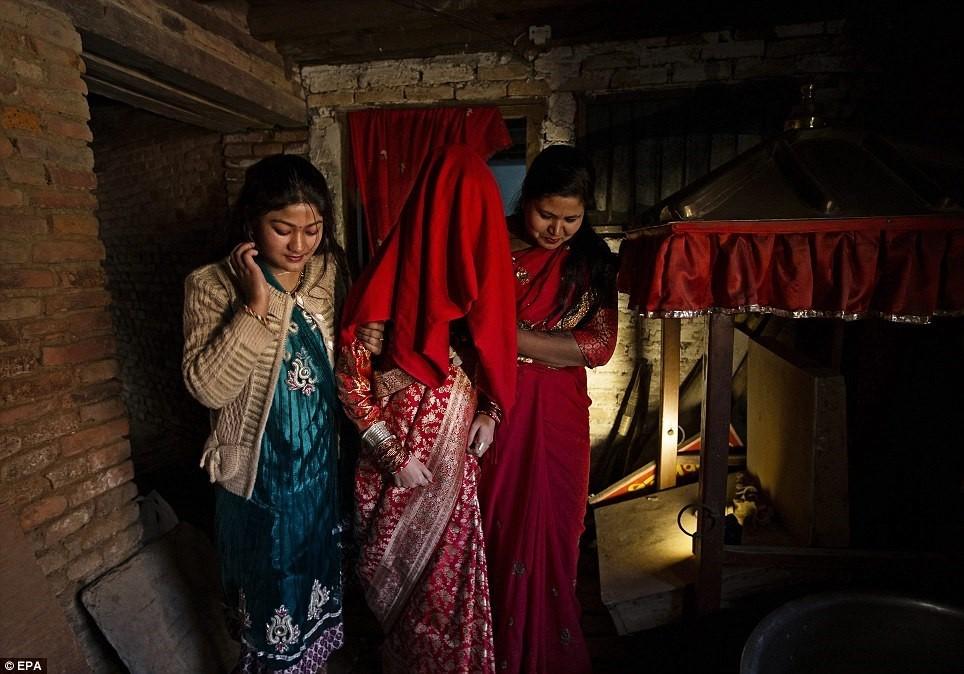 Kumari tại Nepal (2): Nữ thần hoàn tục ra sao? ảnh 2