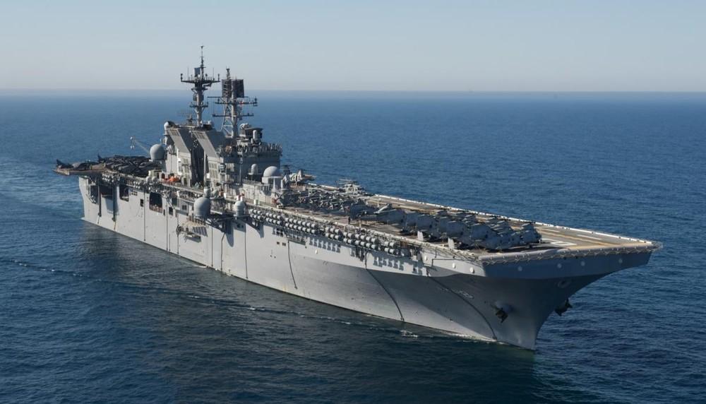 [Info] Tàu đổ bộ tấn công khổng lồ của Mỹ tiến vào hội tụ với tàu sân bay tại Biển Đông ảnh 1