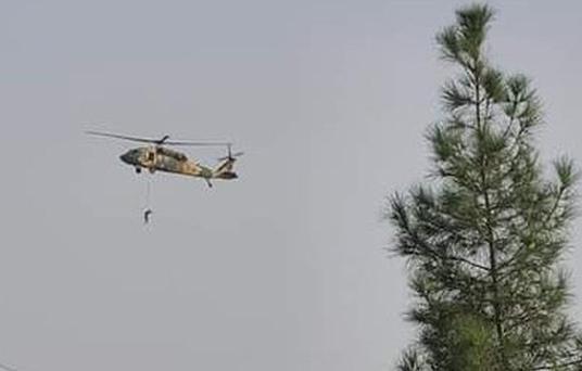 [Info] Taliban treo lơ lửng người trên trực thăng Mỹ ngay sau khi Washington rút quân ảnh 1