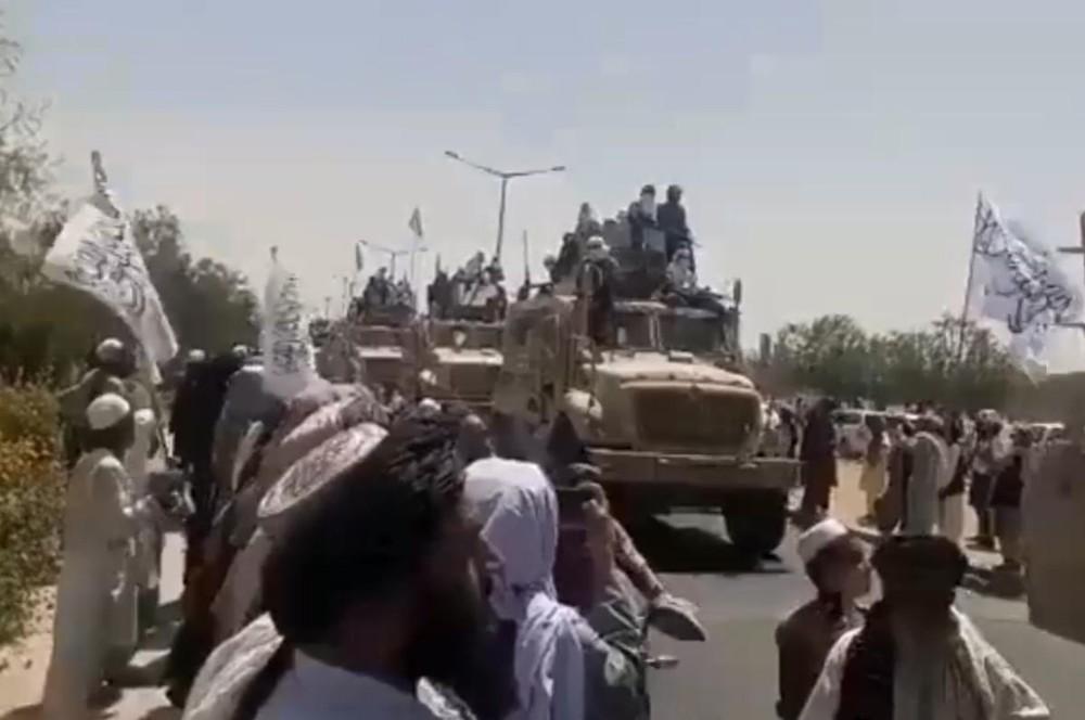 [Info] Vừa thu được từ Mỹ, thiết giáp hiện đại của Taliban đã bị T-62M bắn tan xác ảnh 1