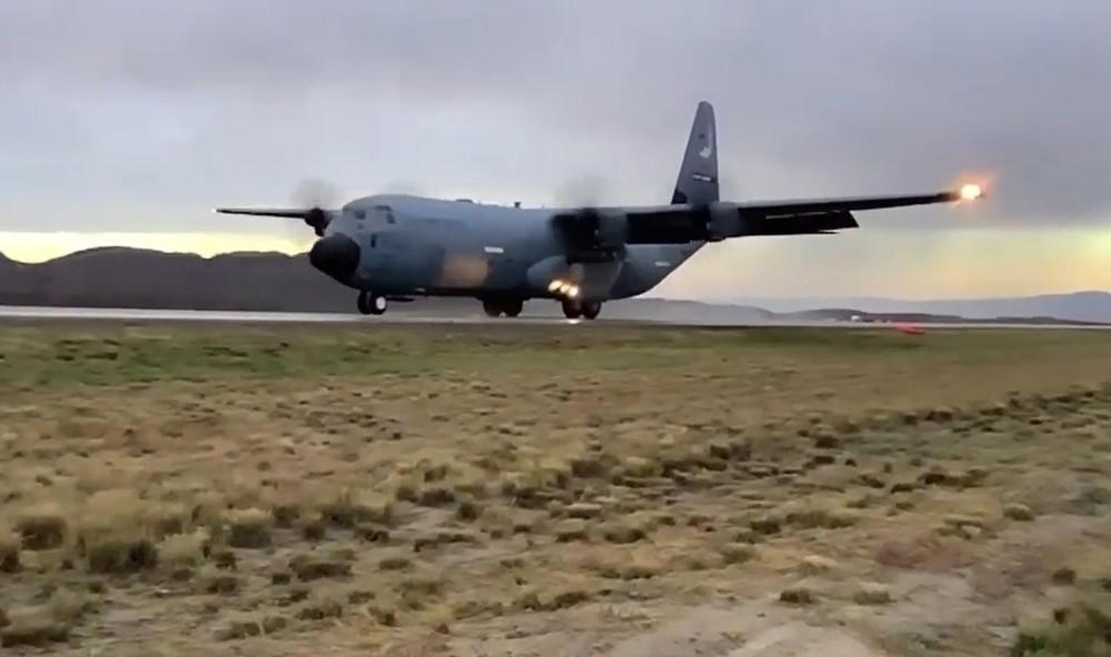 [Info] Mỹ cho vận tải cơ C-130J tập cất, hạ cánh ngay trên đường cao tốc ảnh 1