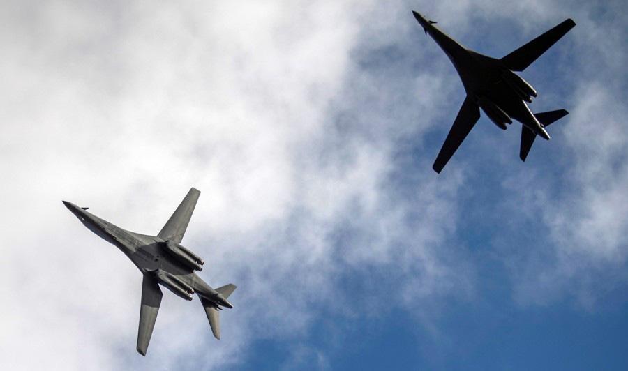 [Info] Máy bay ném bom chiến lược B-1B Lancer Mỹ áp sát biên giới Nga ảnh 1