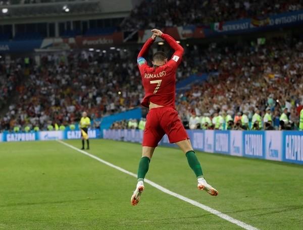 Quang Hải ăn mừng bàn thắng như Ronaldo