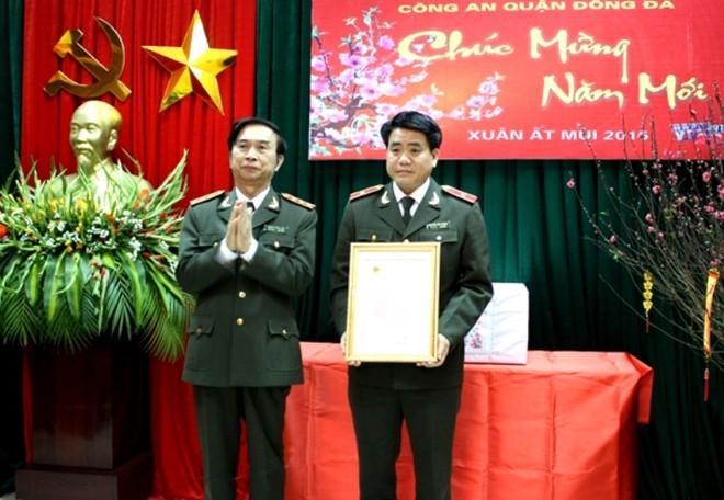 Thượng tướng Đặng Văn Hiếu thăm, chúc tết Công an quận Đống Đa