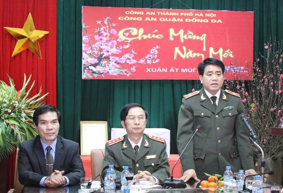 Thiếu tướng Nguyễn Đức Chung thay mặt lãnh đạo và toàn thể CBCS CATP Hà Nội tiếp thu ý kiến chỉ đạo của đồng chí Thứ trưởng Thường trực Bộ Công an