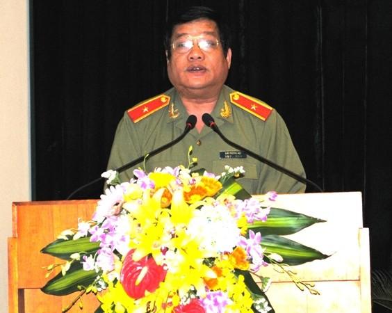 Thiếu tướng Lưu Quang Hợi phát biểu tại đại hội