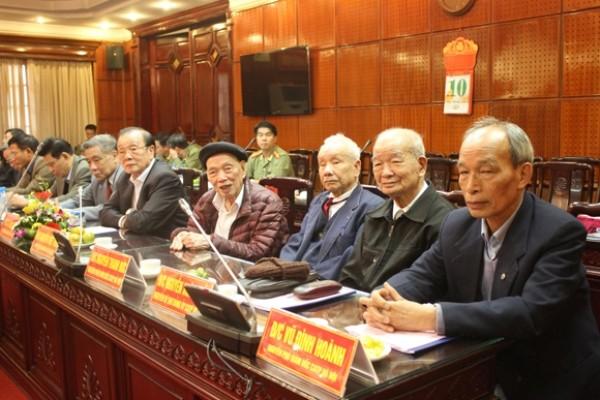 Các đại biểu dự hội nghị đóng góp vào dư thảo Văn kiện Đại hội Đảng bộ CATP lần thứ XXVII, nhiệm kỳ 2015 - 2020