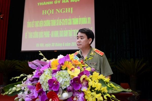 Thiếu tướng Nguyễn Đức Chung, Giám đốc CATP Hà Nội báo cáo kết quả thực hiện Chương trình 05 của Thành ủy