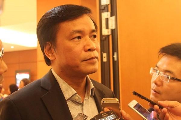 Ông Nguyễn Hạnh Phúc trả lời phỏng vấn bên hành lang Quốc hội