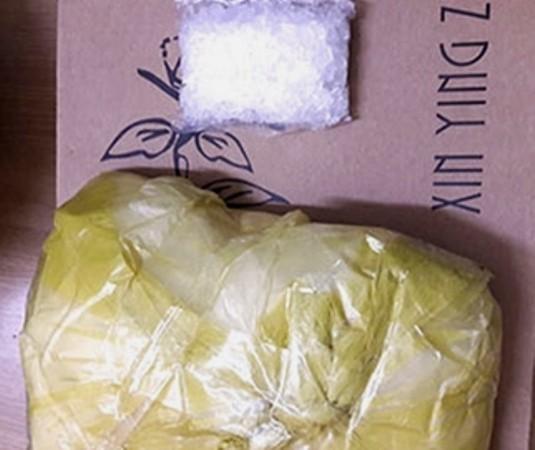 """Tang vật 1 kg ma túy """"đá"""" thu được của Nam"""