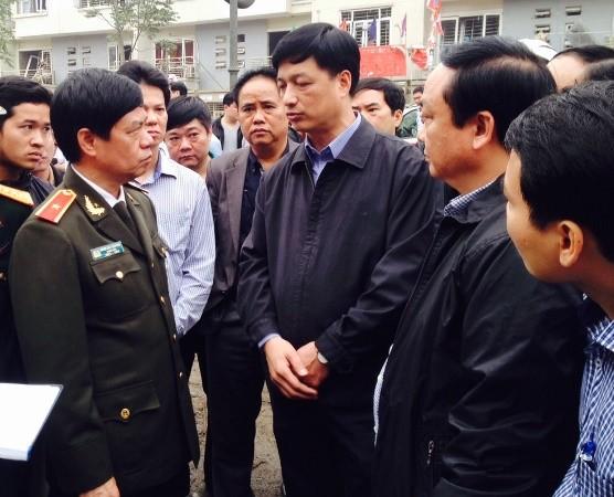 Thiếu tướng Đoàn Duy Khương, Giám đốc CATP Hà Nội đang chỉ đạo các lực lược chức năng Công an Hà Nội khẩn trương làm rõ nguyên nhân vụ nổ