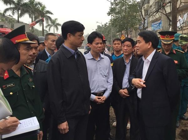 Đồng chí Nguyễn Đức Chung, Ủy viên Trung ương đảng, Phó Bí thư Thành ủy, Chủ tịch UBND thành phố Hà Nội tới hiện trường chỉ đạo các lực lượng khắc phục ngay sự cố sau vụ nổ