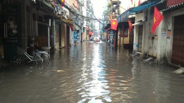 Khu H Tân Mai sau một cơn mưa dai... ảnh 12