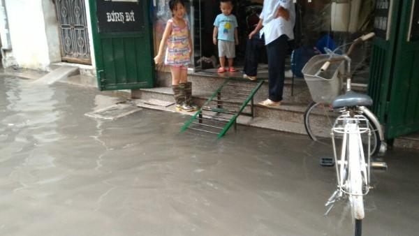 Khu H Tân Mai sau một cơn mưa dai... ảnh 4