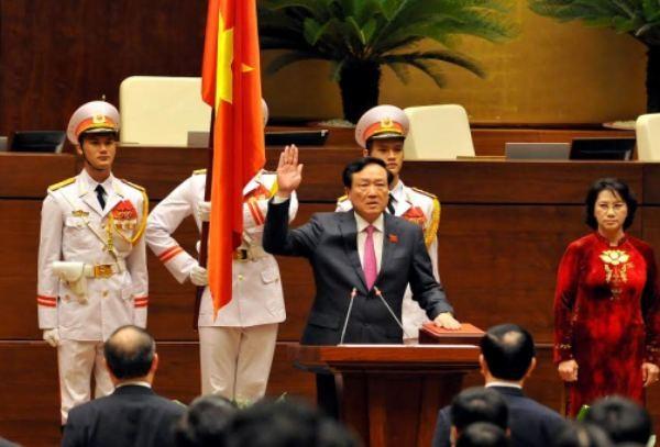 Chánh án TANDTC Nguyễn Hòa Bình tuyên thệ
