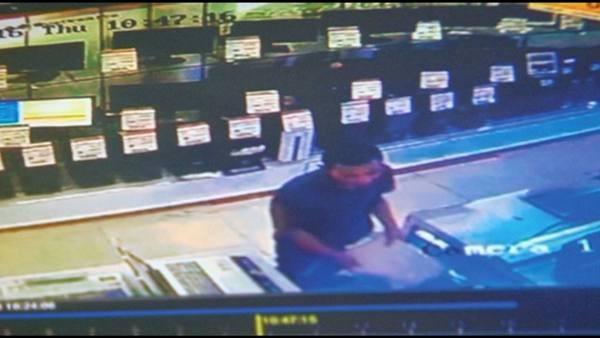 camera an ninh của siêu thị ghi lại hình ảnh hoạt động trộm cắp của kẻ gian