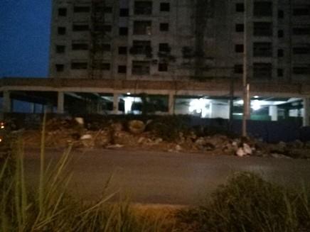 Phế thải xây dựng đổ bừa bãi trên vỉa hè đoạn đường 2,5 phố Tân Mai