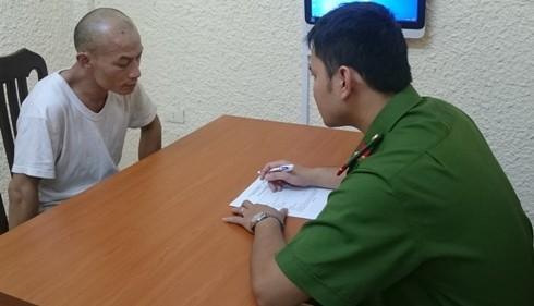 Đối tượng Hùng đang khai nhận hành vi phạm tội cùng đồng bọn tại Phòng CSHS - CATP Hà Nội
