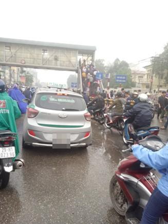 Cần chấn chỉnh trật tự giao thông tại cổng Bệnh viên Bạch Mai ảnh 4