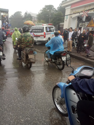 Cần chấn chỉnh trật tự giao thông tại cổng Bệnh viên Bạch Mai ảnh 3