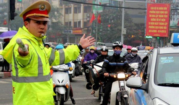 Cảnh sát giao thông CATP Hà Nội luôn chủ động phân luồng, đảm bảo TTATGT trên địa bàn thành phố