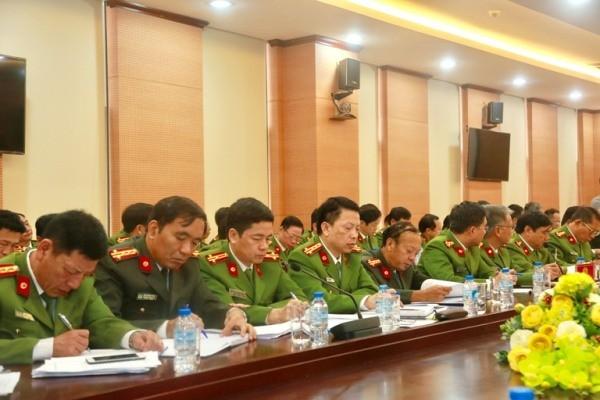 Các đại biểu tham dự buổi kiểm tra tình hình, công tác năm 2017 của Công an và Cảnh sát PCCC thành phố Hà Nội
