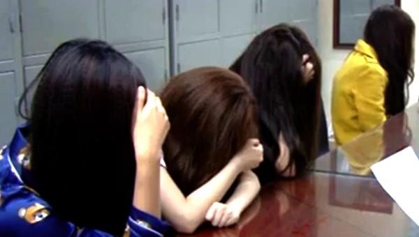 Gái mại dâm bị Phòng CSHS - CATP Hà Nội bắt giữ khi đang tiếp khách tại các khách sạn, nhà nghỉ