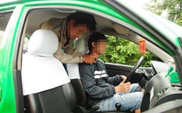 Công an Hà Nội thực nghiệm hiện trường một vụ cướp tài sản của lái xe taxi