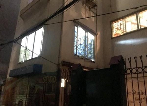 Ngôi nhà trong ngõ 12 phố Nguyễn Phúc Lai được người dân phát hiện xảy ra vụ án mạng