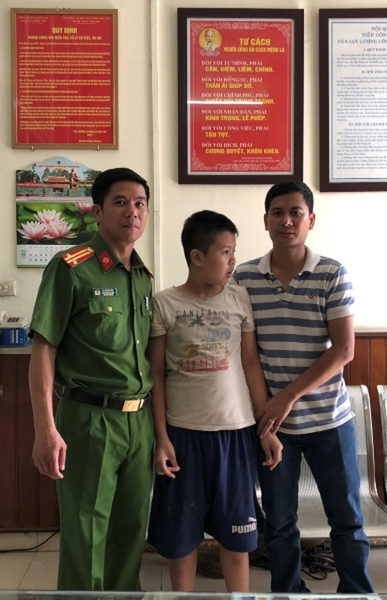Đồn Công an Ga Hà Nội giúp cháu bé bị lạc tìm được gia đình