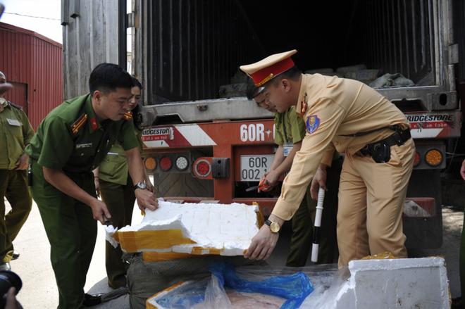 Lực lượng Công an đấu tranh mạnh với các loại tội phạm trên các tuyến giao thông
